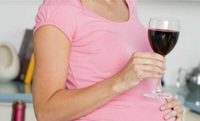 Alkohol in der Stillzeit gefährdet das Baby