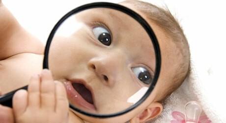 Babyakne werden durch die Hormonumstellung beim Baby verursacht