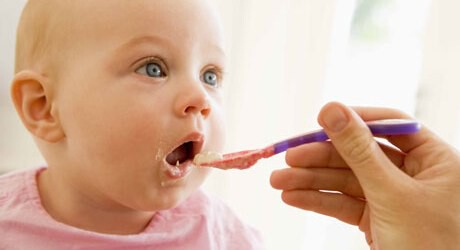 Den Babybrei selber kochen ist für Baby und Eltern oft ein Vergnügen