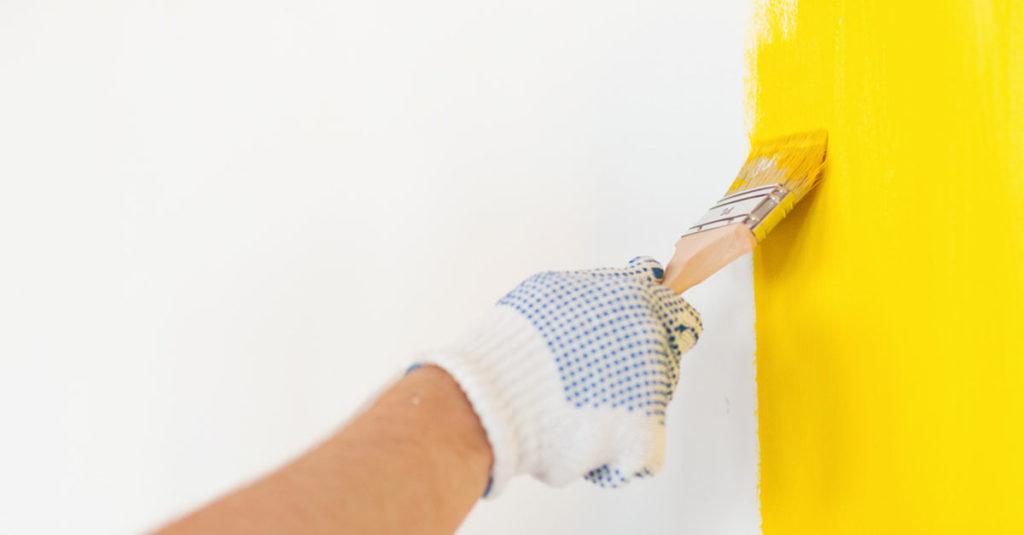 Babyzimmer ausmalen, gelbe Farbe