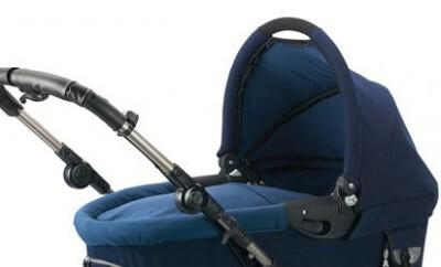 Einen Kombikinderwagen für ein Baby