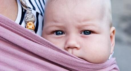 Babytragetücher bieten viele Vorteile für Baby und Eltern
