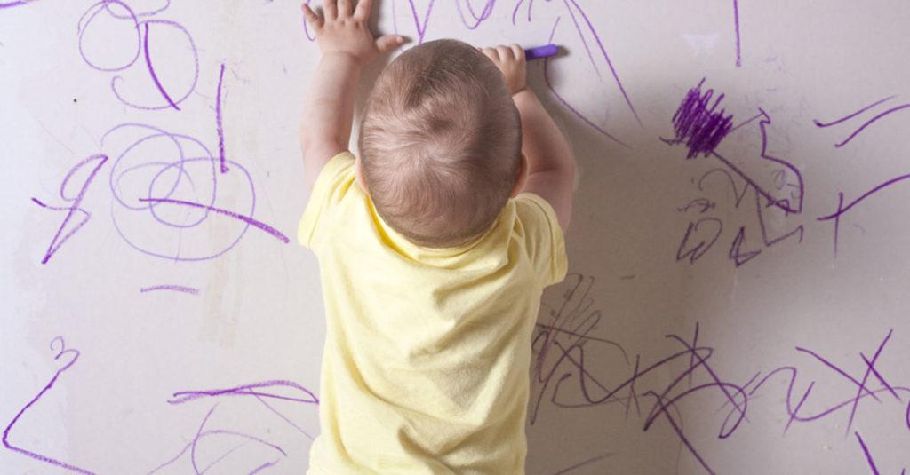 Schreiben und Malen bei Babys