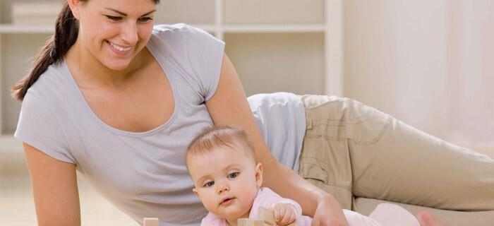 Rückbildungsgymnastik ist nach der Geburt von einem Baby sehr wichtig