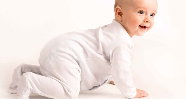 Wann beginnt ein Baby zu krabbeln