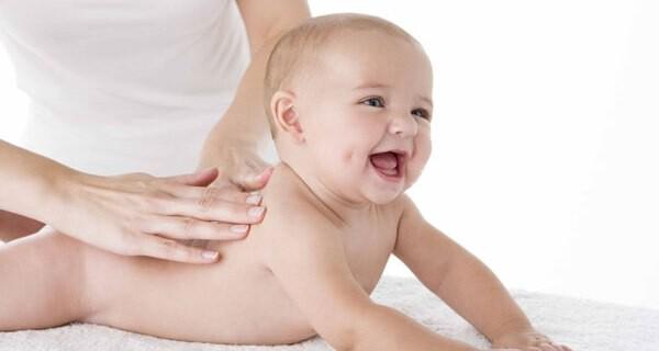 Baby-Massage als Hilfe beim Einschlafen