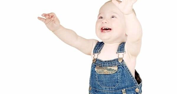 Ab wann kann ein Baby stehen