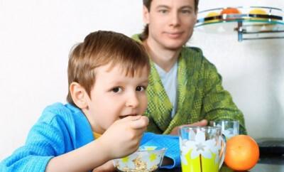 Feste Nahrung beim Baby einführen