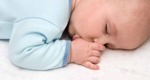 Rituale die dem Baby beim Einschlafen helfen
