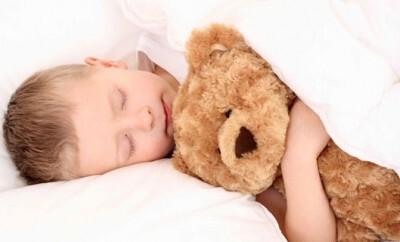 Wie das Schlafengehen bei Baby und Kind auch im Urlaub klappt