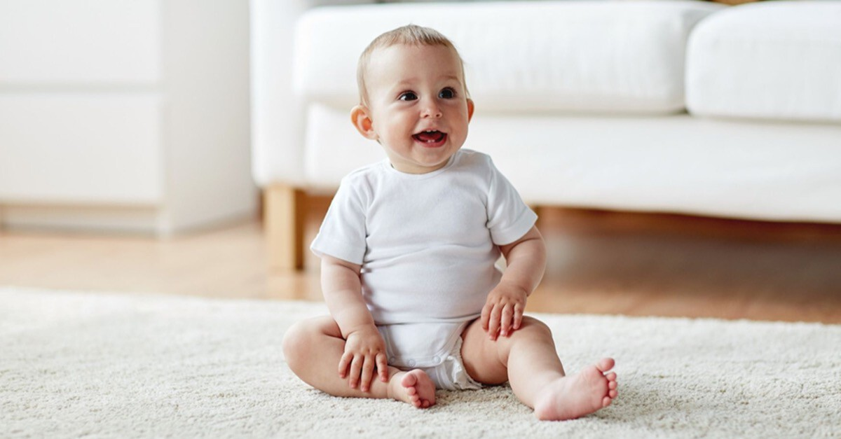 Sitzendes Baby