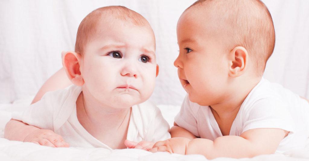 Wann beginnt ein Baby zu sprechen?