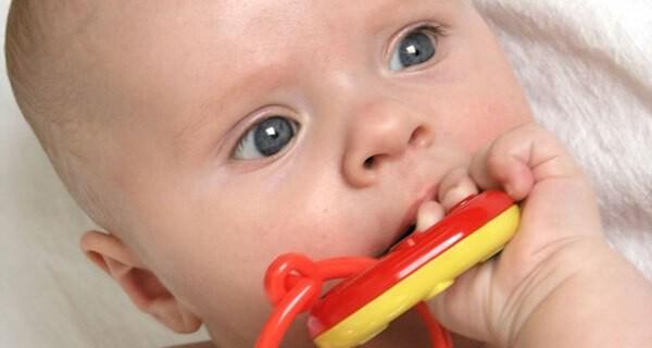 Zahnungsbeschwerden beim Baby