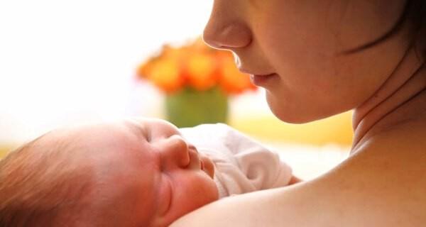 Neugeborenenakne beim Baby