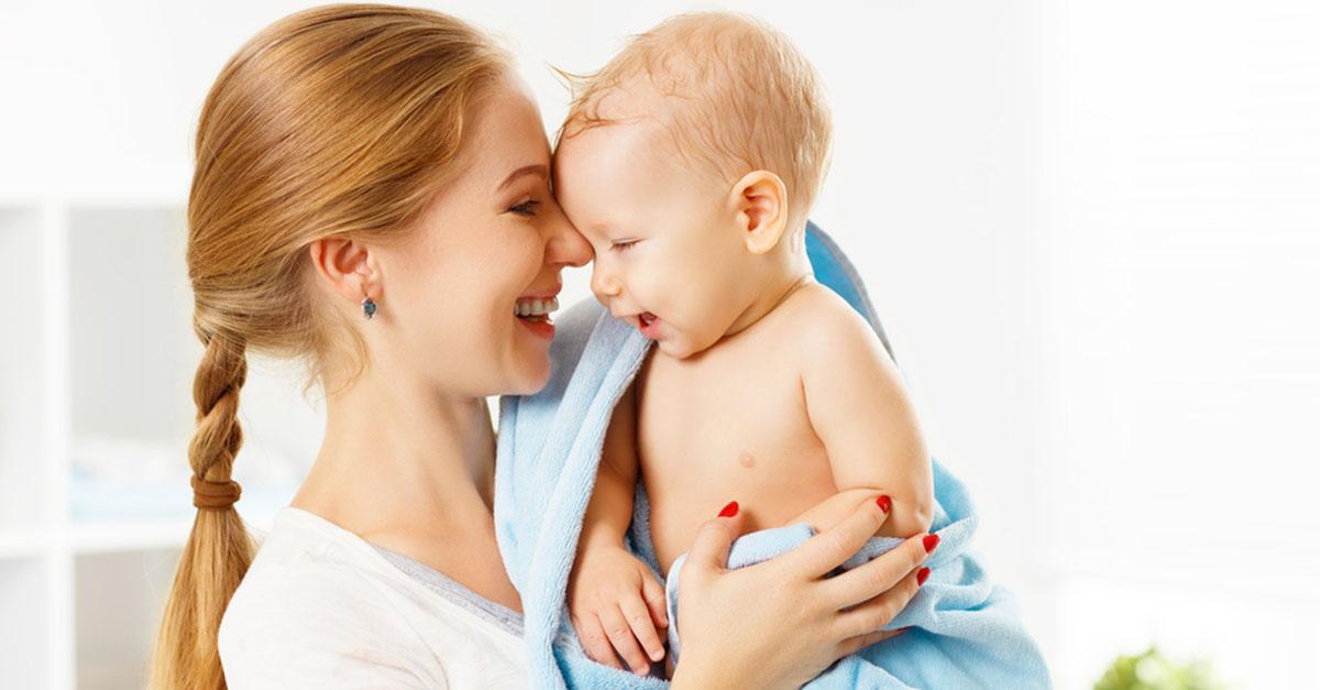 Wie oft soll man ein Baby baden?