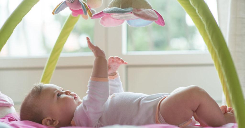Altersgerechtes Babyspielzeug