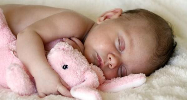 Wenn das Baby viel schläft sorgen sich die Eltern manchmal
