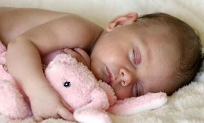 Tipps was Eltern tun können wenn das Baby am Kopf schwitzt