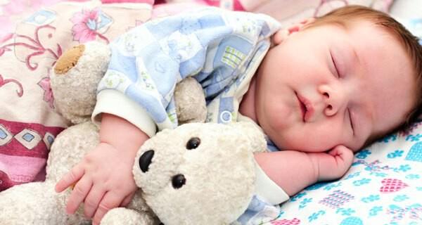 Bio Babykleidung ist gut für Babys und beugt Allergien vor