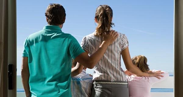 Viele Eltern mit Kind wünschen sich ein Eigenheim für die Familie