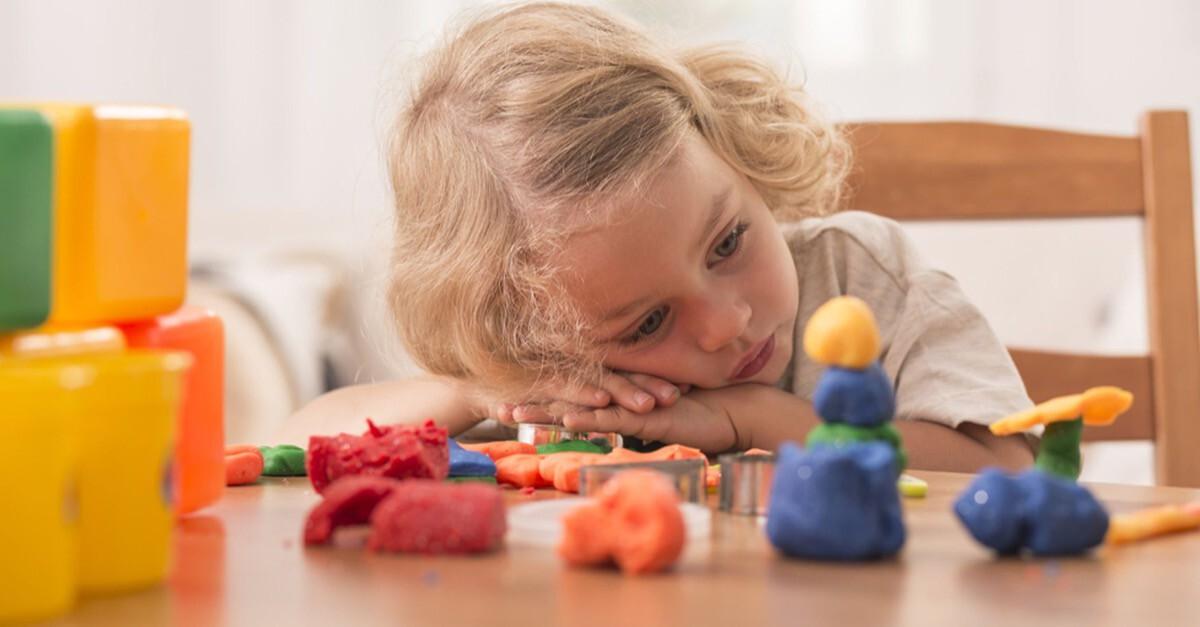 Kind mit Langeweile
