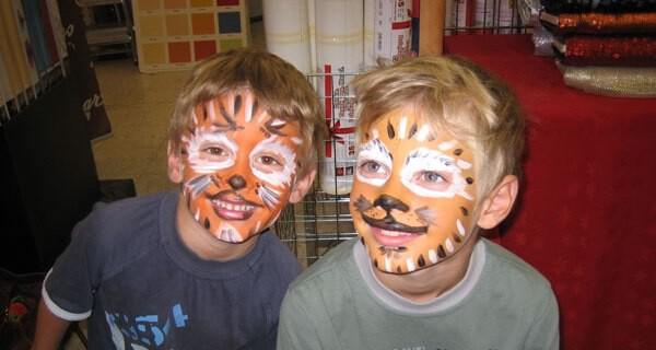 Kinderfeste und Kinderparties machen Eltern und Kleinkind viel Spass