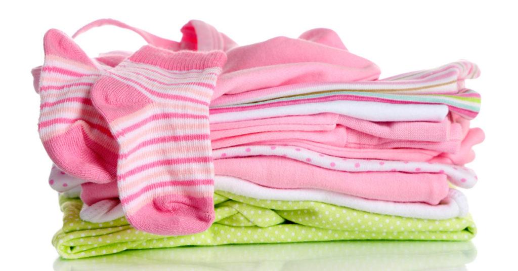 Kleider für ein Baby