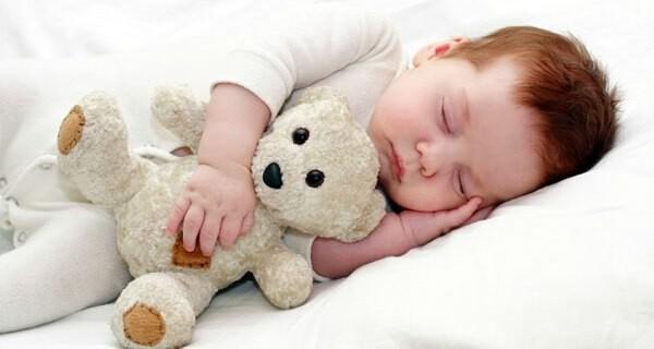 Rituale fürs Bettgehen helfen Babys und Kindern