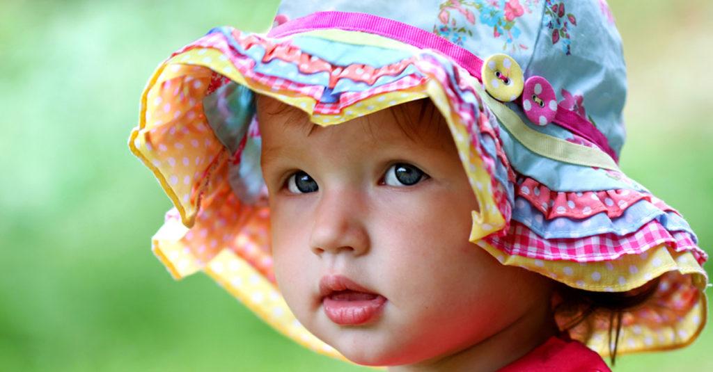 Sonnenhut für ein Baby