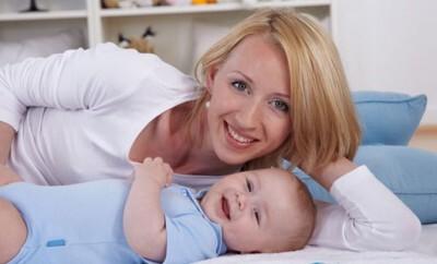 Spiele für und mit Baby und Kleinkind sind auch bei Eltern oft beliebt