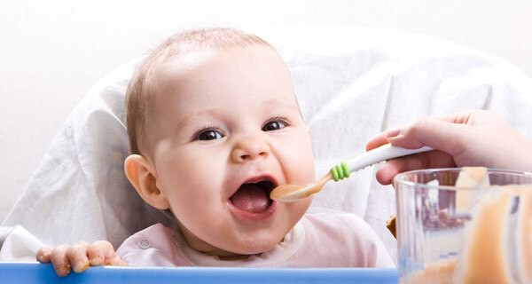 Die ersten Zähne beim Baby und Kind verursachen oft viel Schmerzen