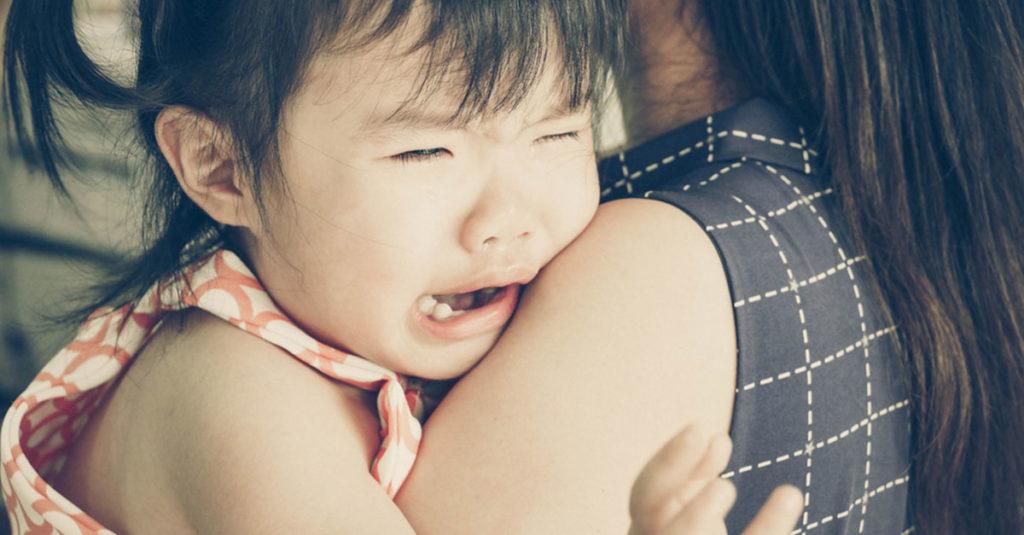 Kind hat Bauchschmerzen