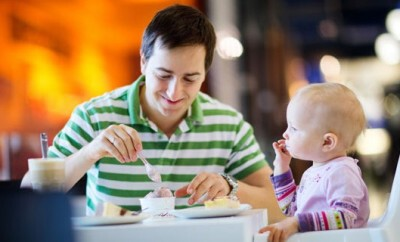 Die Rolle des Vaters ist für die Eltern-Kind-Beziehung von einem Säugling wichtig