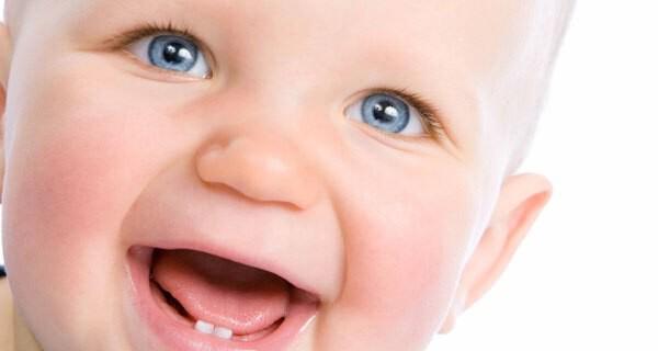 Ab wann Zahnpflege beim Baby und Kind nötig ist fragen sich viele Eltern
