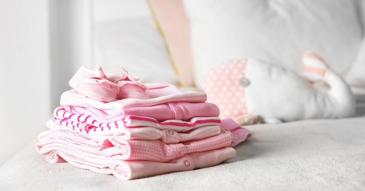 Babys Kleidung