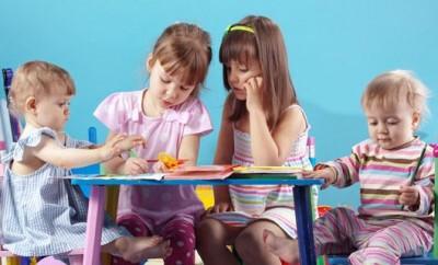 Basteln mit Kindern macht oft auch den Eltern Spass