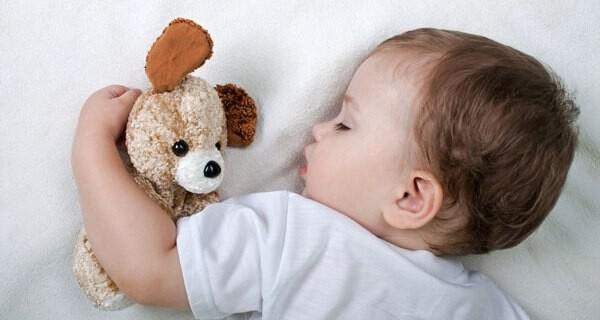 Einschlafstörungen bei Kindern lassen Eltern oft verzweifeln