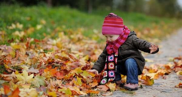 Alle Jahre wieder suchen Eltern nach passenden Herbst-Styles für Baby und Kind