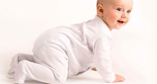 vom krabbeln bis zum laufen entwicklung bei baby und kind. Black Bedroom Furniture Sets. Home Design Ideas