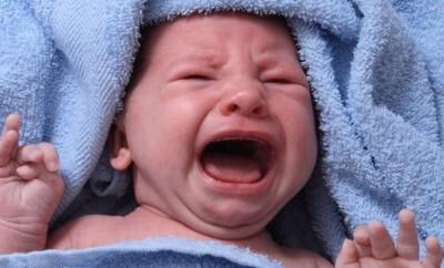 Neugeborene Babys verblüffen ihre Eltern Tag für Tag