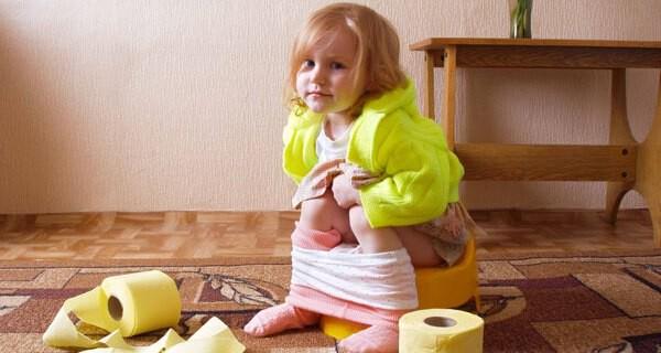 Kinder treiben mit Pipi- und Kaka-Wörtern Eltern oft die Schamesröte ins Gesicht