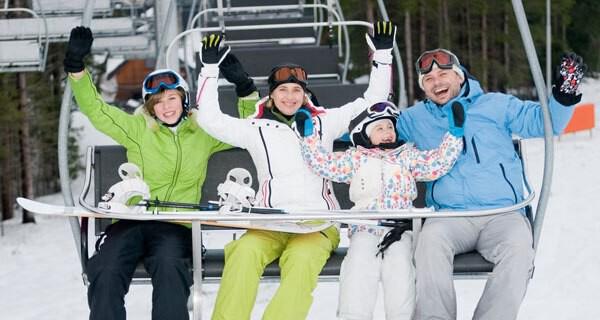 Einen Skiurlaub mit Kindern planen viele Eltern gerne