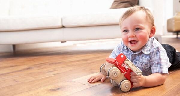 Eltern suchen oft nach Spielzeug zum Krabbeln lernen für ihr Kind