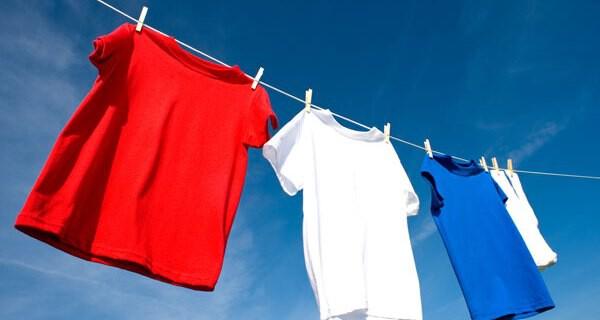 Viele Eltern lassen für ihr Kind lustige Baby T-Shirts fertigen