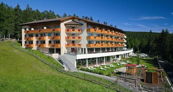 Eltern und Kinder lieben das Familienhotel Meran 2000 in Südtirol