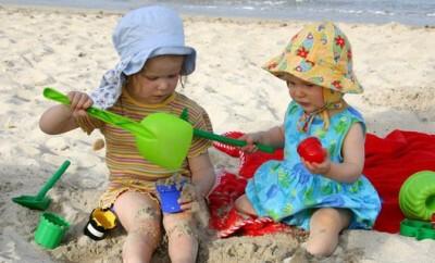 Lustige Babykleidung gibt es für Eltern von einem Kind häufig online