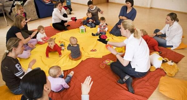 Zwergensprache gilt als die Babyzeichensprache auf die viele Eltern mit Kind schwören