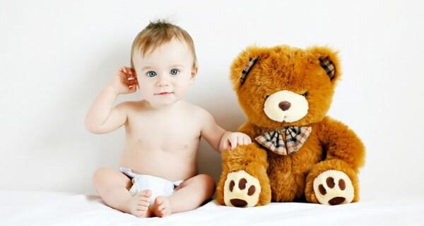 Die Entwicklung eines Babys im 12. Monat bringt für die Eltern viel Abwechslung