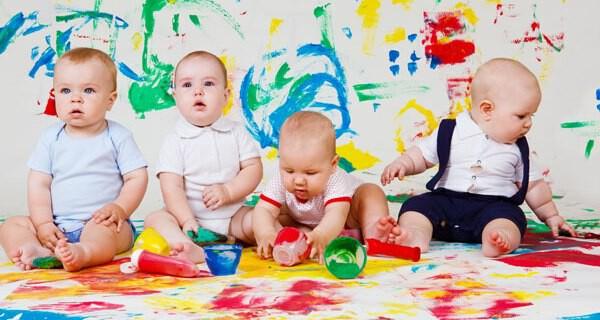Die Baby Entwicklung im Monat 18 verblüfft Eltern und Verwandte