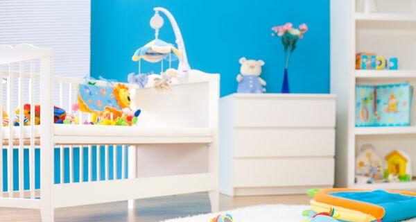Eltern suchen oft nach umbaubaren Babybetten für ihr Kind